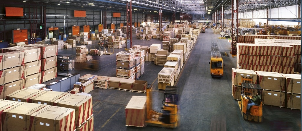 une photo d'un entrepôt